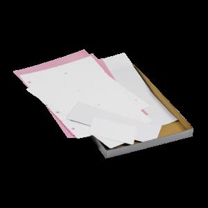 documents sans impression blancs et roses posés sur boîte en carton